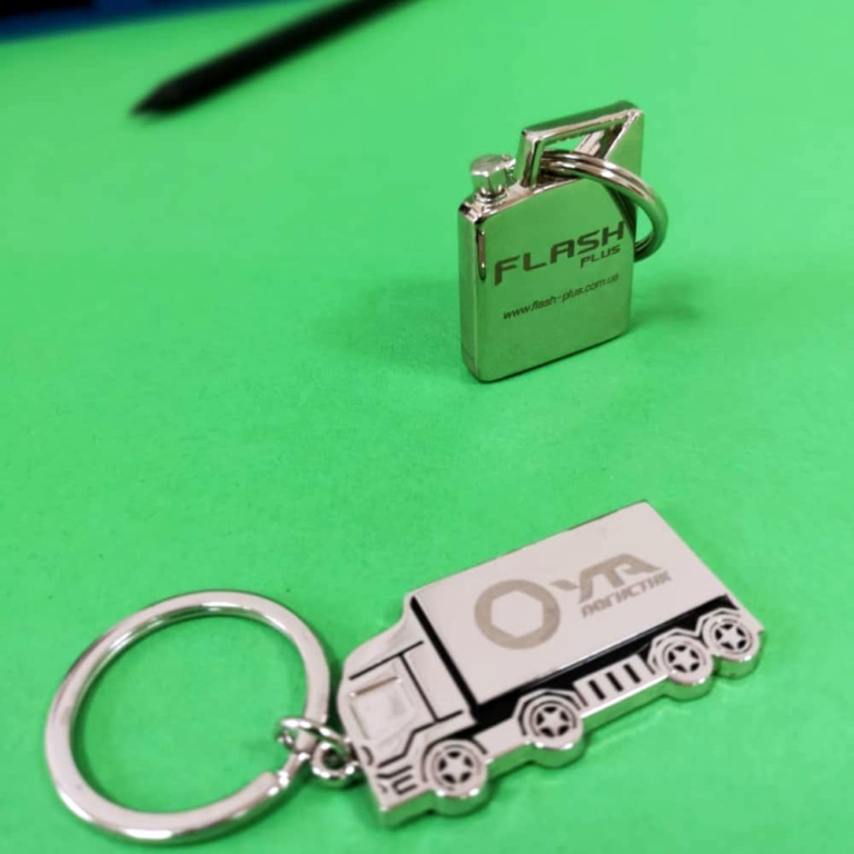металлические-брелки-с-логотипом